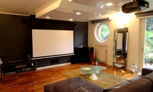 View of audio and video system with Adeo Elegance motorized screen